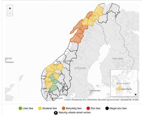 Det er moderat (gult) og betydelig (oransje) snøskredfare i flere områder i landet onsdag, viser oversikten på Varsom.no.