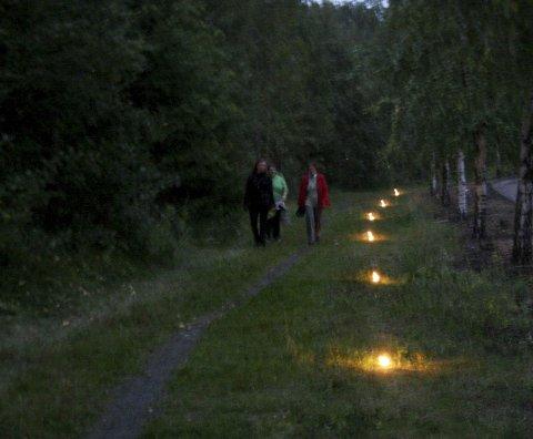LYSVANDRING: Alnaelva lyssettes mellom 19 og 22.30 torsdag 18. september. Arkivfoto