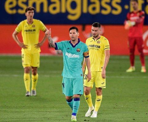 TOMMEL OPP: Den argentinske superstjernen Lionel Messi påstås å vurdere framtida i Barcelona. Her avbildet under søndagens triumf borte mot Villarreal.