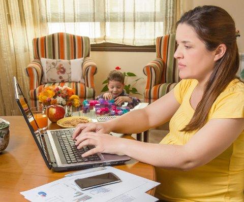 PRESS: Kan årsaken til sykefraværsforskjellen på kjønnene ha sammenheng med kvinners krav om å prestere både i arbeidslivet og hjemme?
