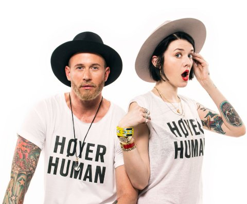 Motehuset Høyer leter nå etter ny modell og frontfigur. I fjor var kreftsyke Amanda blant vinnerne. Her er bloggeren Marianne Theodorsen og Storm Pedersen.