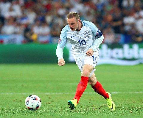 FORTSATT KAPTEIN: Wayne Rooney. Her avbildet i kampen mot Island under EM-sluttspillet i Frankrike, som ikke endte bra for England.