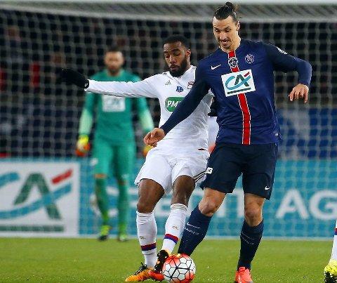 STJERNEANKOMST FRA FRANKRIKE: Er begge disse superspissene fra Ligue 1 på vei fra til Premier League? Ja, ifølge dagens overgangrykter. Alexandre Lacazette og Zlatan Ibrahimovic kan havne i vær sin toppklubb på balløya.
