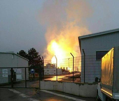 Gasseksplosjonen skjedde i Baumgarten an der March i Øst-Østerrike like før klokka 9 tirsdag morgen, og ble etterfulgt av brann.