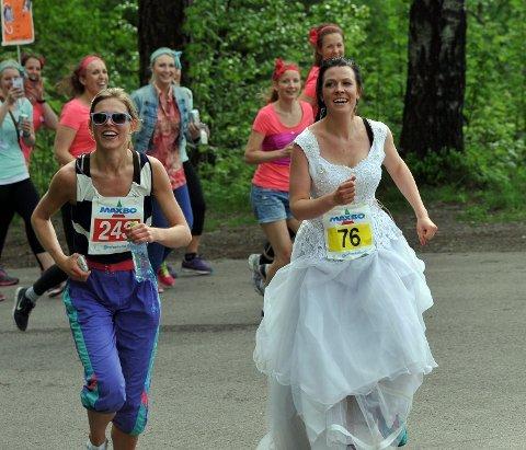 Marianne Hole gifter seg i juni og løp i brudekjole.