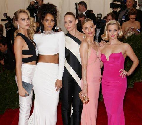 Cara Delevingne, Rihanna, Stella McCartney, Kate Bosworth og Reese Witherspoon viste verden noe av de vakre kjolene - og buksene - på Met Gala.