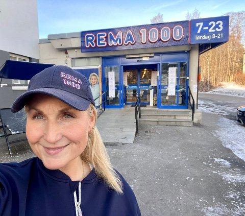 FORNØYD: Caroline Strutz Grimstad, kjøpmann på Rema 1000 Holmen i Oslo er fornøyd med god omsetning i helgen.