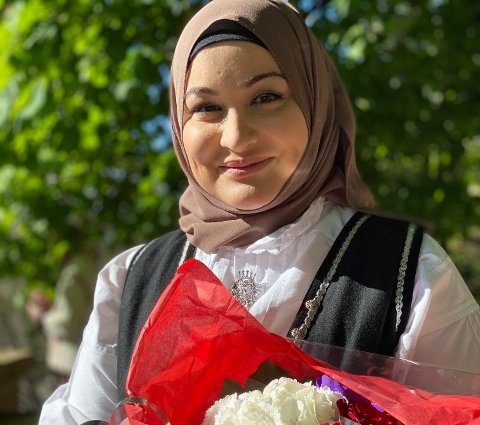 Rabia Musavi etter søndagens tale ved bysten av Fernanda Nissen.