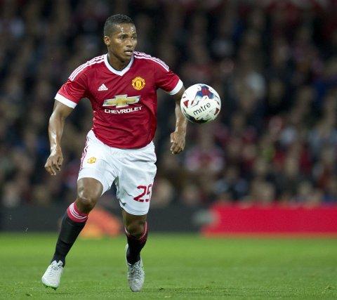 MÅ OPERERES: Manchester United-manager Louis van Gaal tror Antonio Valencia må opereres.