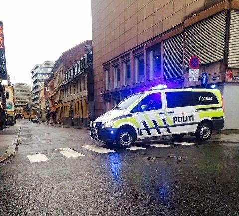 SPERRET: Alle gater til Stortorget ble sperret av.
