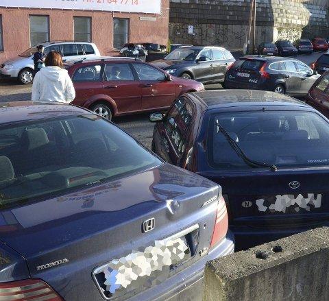 GANGFELT: Bymiljøetaten vurderer gangfelt her og vil justere betongelementer så uønsket parkering forsvinner. Arkivfoto