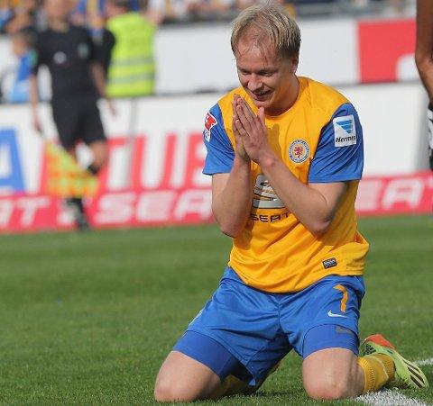 SCORET: Håvard Nielsen scoret et flott mål mot Hannover 96.