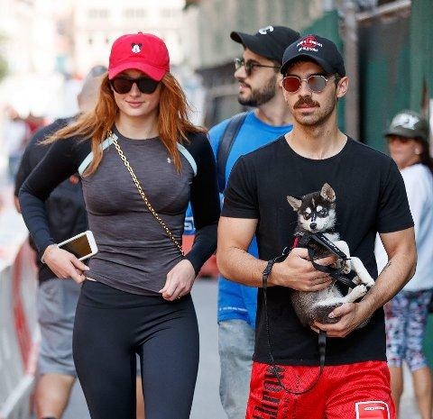 Sophie Turner og Joe Jonas har forlovet seg.