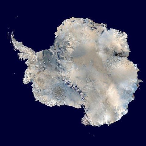 GLOBAL OPPVARMING: Ny forskning viser at global oppvarming også påvirker tyngdekraften over Antarktisk. Her et sammensatt satellittbilde av Antarktika.