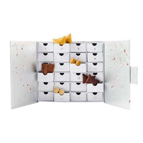 Vår store guide som oppdateres kontinuerlig. Mange av julekalenderne er så populære at de blir utsolgt tidlig. Dette er Summerbirds luksuskalender 2021 med sjokolade. Kalenderen ble utsolgt i vår nettbutikk i rekordfart.