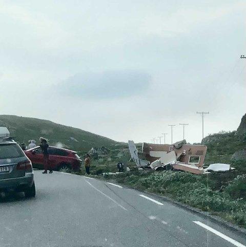 ADVARER: Meteorologene advarer blant annet de som er i fjellet - og fraråder de med campingvogn å kjøre i fjellet, etter at en campingvogn ble tatt av vinden tidligere lørdag.