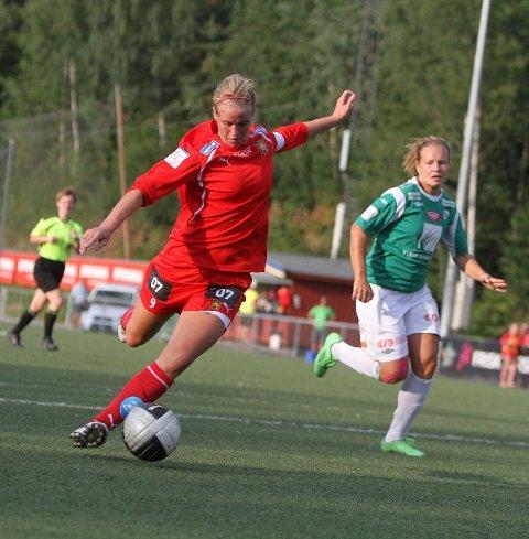POPULÆR SPISS: Røa-spiller og landslagsprofil Elise Thorsnes har ikke bestemt seg for hvor hun spiller neste sesong. Foto: Arild Jacobsen
