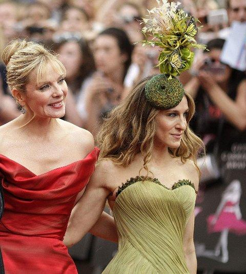 Kim Catrall og Sarah Jessica Parker under verdenspremieren av Sex and The City-filmen i London.