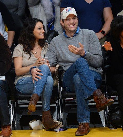LYKKELIGE: Det er ingen tvil om at Mila Kunis og Ashton Kutcher trives i hverandres selskap. Foto: Bulls