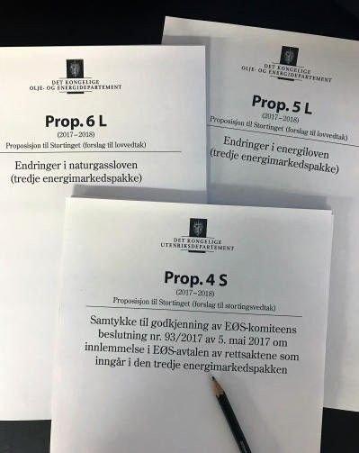 Stortinget skal om fire uker, 22. mars 2018, behandle et forslag til endring i naturgassloven og energiloven og vedta samtykke til EU sin tredje energimarkedspakke. I korthet er det et spørsmål om Norge skal overføre sin nasjonale bestemmelsesrett over våre energi- og gasskraftressurser til et nyopprettet EU organ som heter ACER.