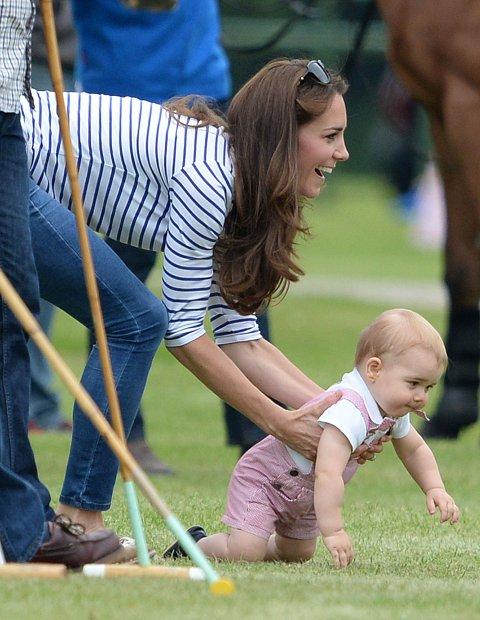Prins George oppførte seg som andre barn og var mindre interessert i å se på kampen.
