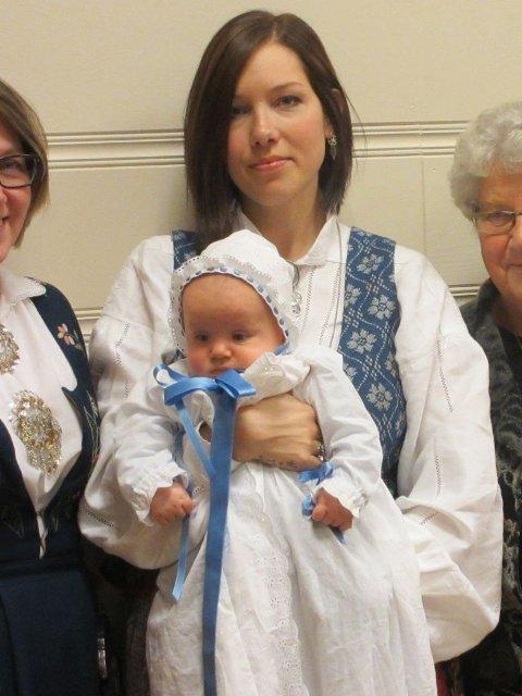 DÅP: Dåpsbarnet Thomas Jakob og moren Renate Lindbak ble bedt om å forlate kirken, da barnet begynte å gråte.