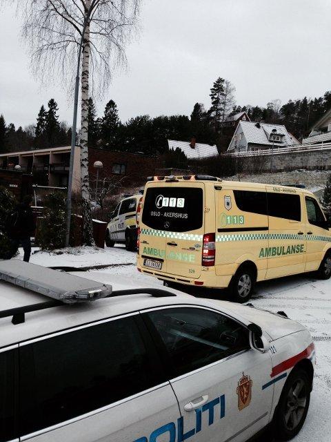 En mann ble stukket ned i et boligområde ved Slemdal fredag ettermiddag.
