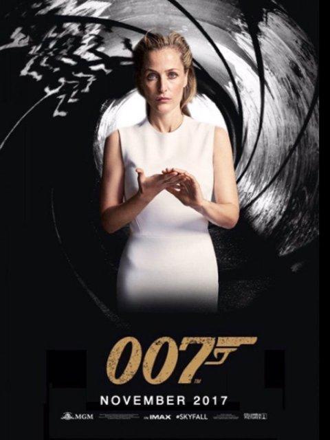 JANE BOND: Gillian Anderson som den nye Bond-helten?