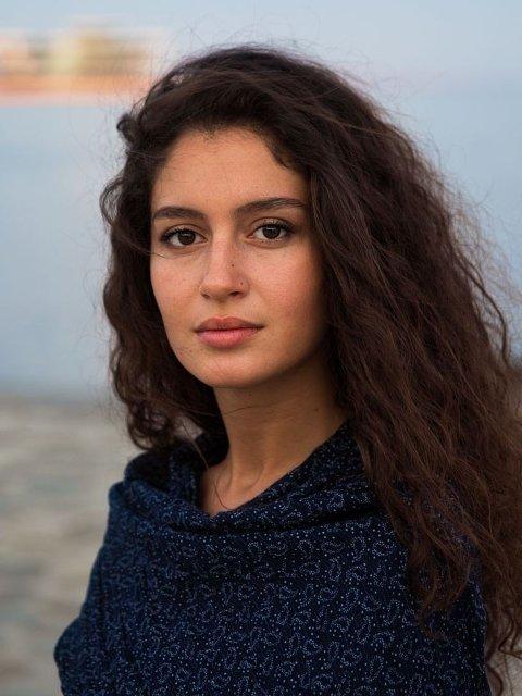 """Baku, Aserbajdsjan: Noen av kvinnene Noroc møtte måtte få tillatelse fra ektemannen før de kunne blitt tatt bilde av. Fidan er en av kvinnene som forsøker å endre på normene. """"Jeg ville aldri vært i et forhold hvor jeg ikke ble behandlet likeverdig og med respekt"""", sa hun til Noroc."""