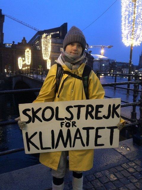THUNBERG MED COMEBACK I STOCKHOLM: Greta Thunberg klimastreiker utenfor Riksdagen i Stockholm.