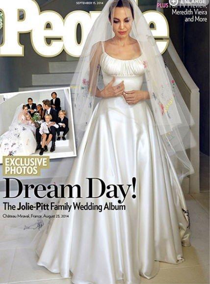 ANGELINA JOLIE og Brad Pitt giftet seg med den nære familien tilstede.