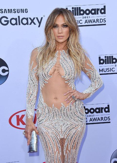 PÅ BILLBOARD MUSIC AWARDS I MAI: Jennifer Lopez på den røde løperen.