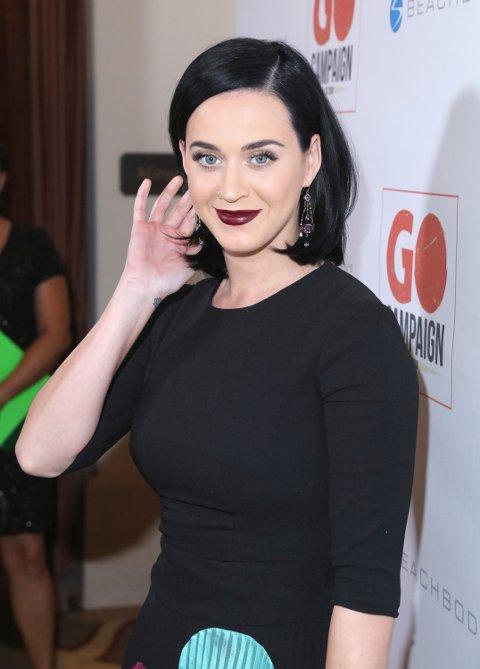 SORT LOB: Katy Perry har klippet av seg sine lange lokker.