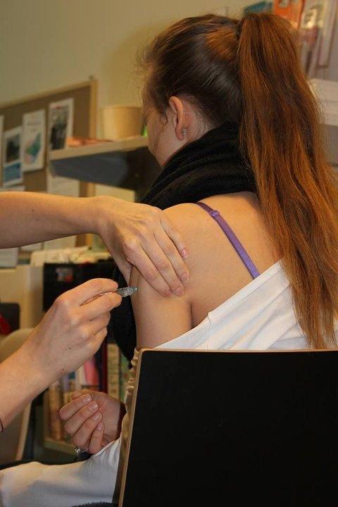 Folkehelseinstituttet anbefaler all russ å vaksinere seg mot hjernehinnebetennelse.