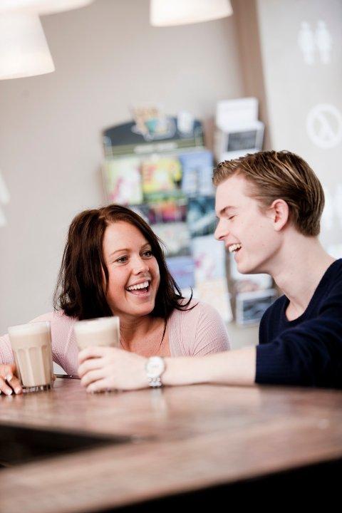 SPEILING: Det å etterligne den andre i holdning, språk og mimikk gjør at man blir bedre likt.