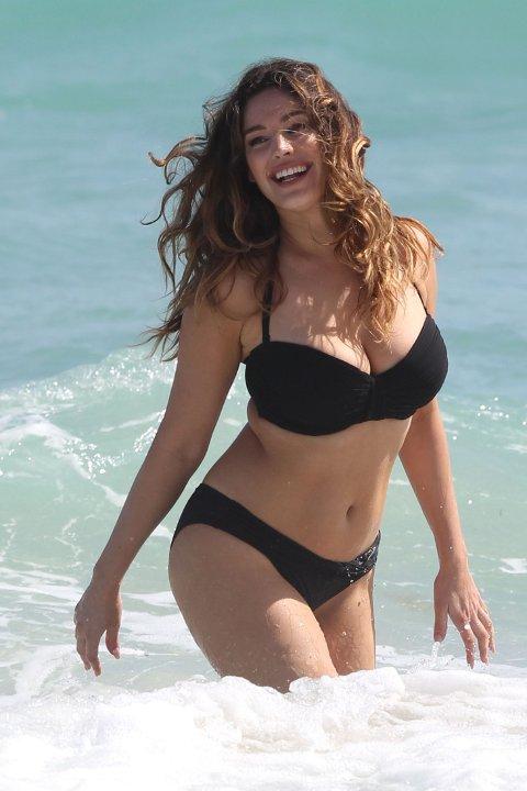 RUMPE OG HOFTER: Modell og skuespiller Kelly Brook er - naturlig nok gitt sitt yrke - kjent for kroppen. Hun har kurvene i behold.