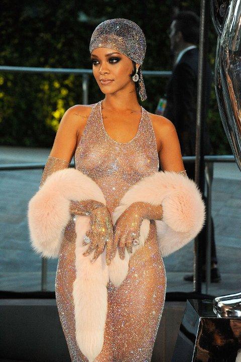 NYTT TILSKUDD: Nå har Rihanna fått et nytt tilskudd til familien, og enda en munn hun skal mette. Her er hun under CFDA Fashion Awards. Foto: Bulls