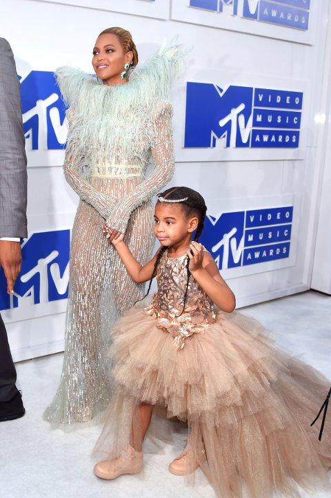 FRA MTV VIDEO MUSIC AWARDS: Beyonce og Blue Ivy poserte sammen på kjendisløperen.