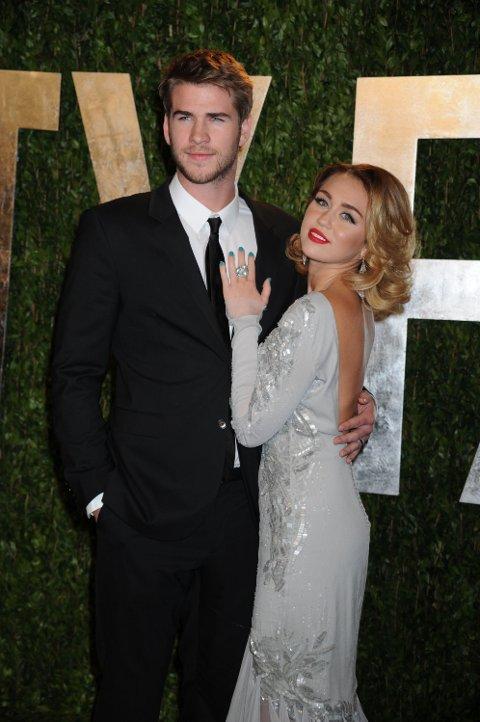 PAR: Miley Cyrus og Liam Hemsworth var et av Hollywoods stjernepar. Nå er de sammen igjen. Foto: Bulls