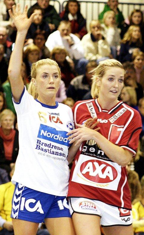 Her er Kari-Anne Henriksen i gang for danske Ikast for noen år siden i duell med NIFs Randi Gustad.