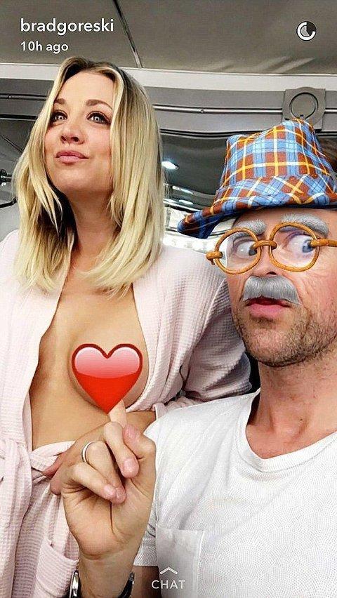 GLAD: Kaley Cuoco og Brad Goreski bjudar på på Snapchat.