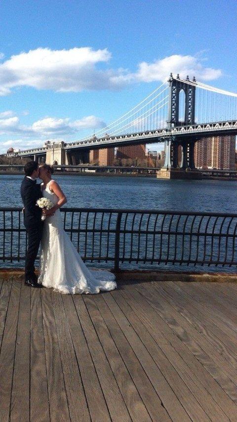 GIR BORT: Marte leter etter en fattig og forelsket brud som vil ta over brudekjolen hennes, helt gratis. Foto: Finn.no