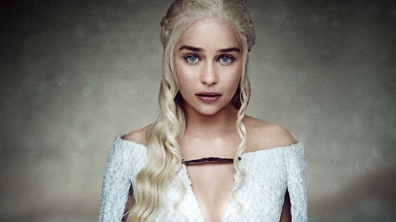 Håret til Daenerys Targaryen er mye omtalt. Nå har fansen lagt merke til en ny kul detalj ved de intrikate flettefrisyrene.