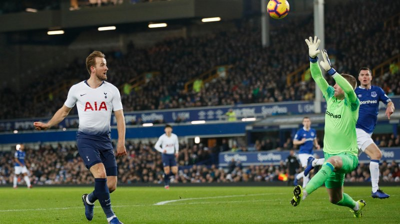 Harry Kane of Tottenham misses a chance one on one with Jordan Pickford of Everton during the Premier League match at Goodison Park Stadium, Liverpool. Picture date: 23rd December 2018. Picture credit should read: David Klein/Sportimage via PA Images