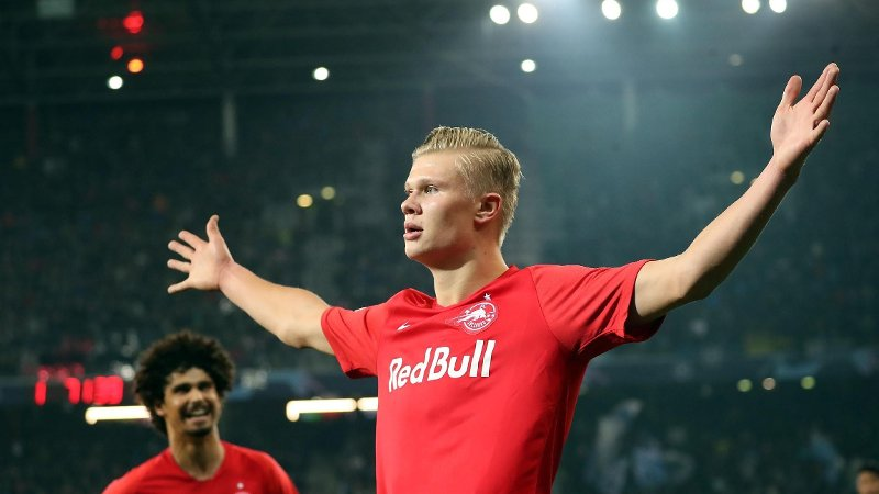 Salzburg's Norwegian forward Erling Braut Haland celebrates after scoring the 2-2 during the UEFA Champions League Group E football match FC Red Bull Salzburg v SSC Napoli on 23 October 2019 in Salzburg, Austria. / Austria OUT