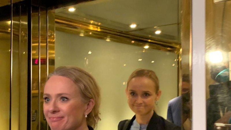 Arbeids- og sosialminister Anniken Hauglie på vei inn til høring i Stortinget tirsdag.