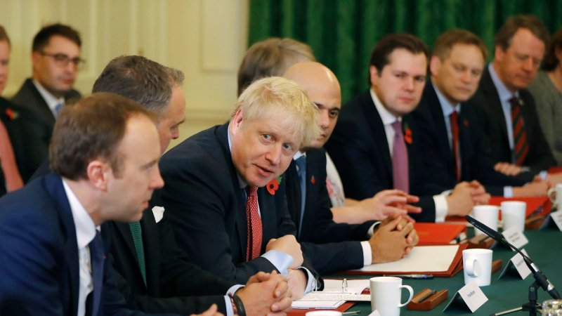 MØTE: Storbritannias statsminister Boris Johnson under et regjeringsmøte i statsministerboligen tirsdag.