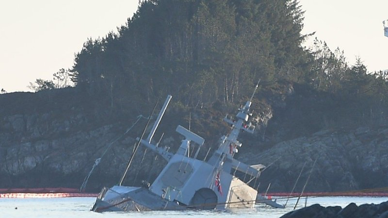 Den havarerte fregatten KNM Helge Ingstad.