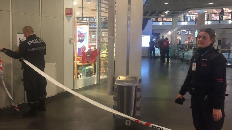 ULYKKE: En mann falt flere meter på Oslo City og døde.