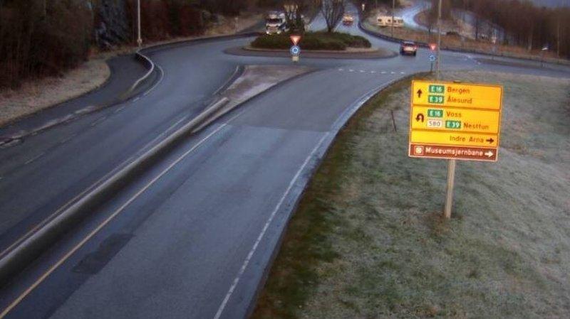 GLATT: Det er glatt på veiene på Vestlandet, torsdag formiddag.